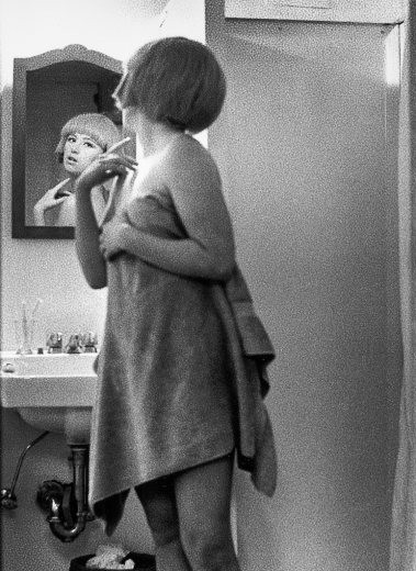 Cindy Sherman Untitled Film Still #2, 1977 Silbergelatineabzug  37 5/8 x 27 1/2 in. | 95,5 x 70 cm KUNSTMUSEUM WOLFSBURG Courtesy of the artist and Metro Pictures, New York