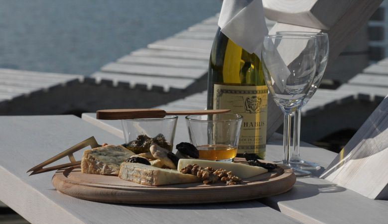 Lakeside dining in Poland, holiday retreat- Polish modern cuisine at design hotel Galery69 in Warmia & Masuria, Poland