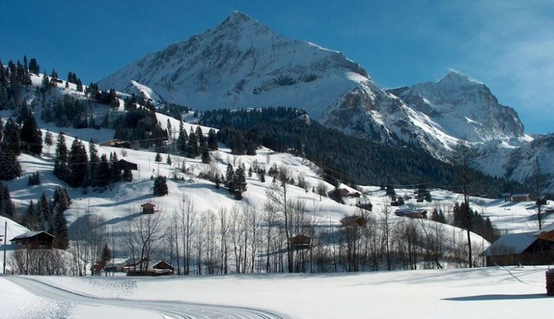Spitzhorn family friendly ski resort in Saanen / Gstaad surrounded by the mountains