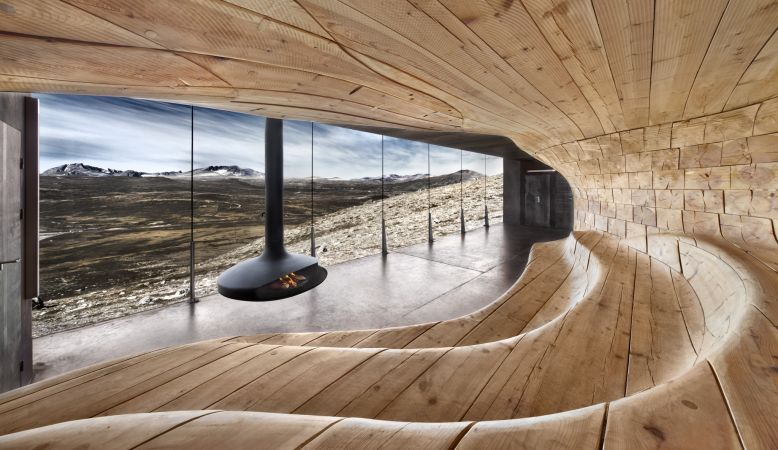 The Norwegian Wild Reindeer Centre Pavilion is located in the Dovrefjell National Park and overlooks the magnificent Snøhetta Mountain itself.