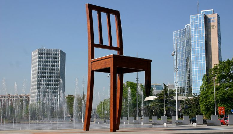 Broken Chair Sculpture Geneva - by Daniel Berset - anti landmines campaign