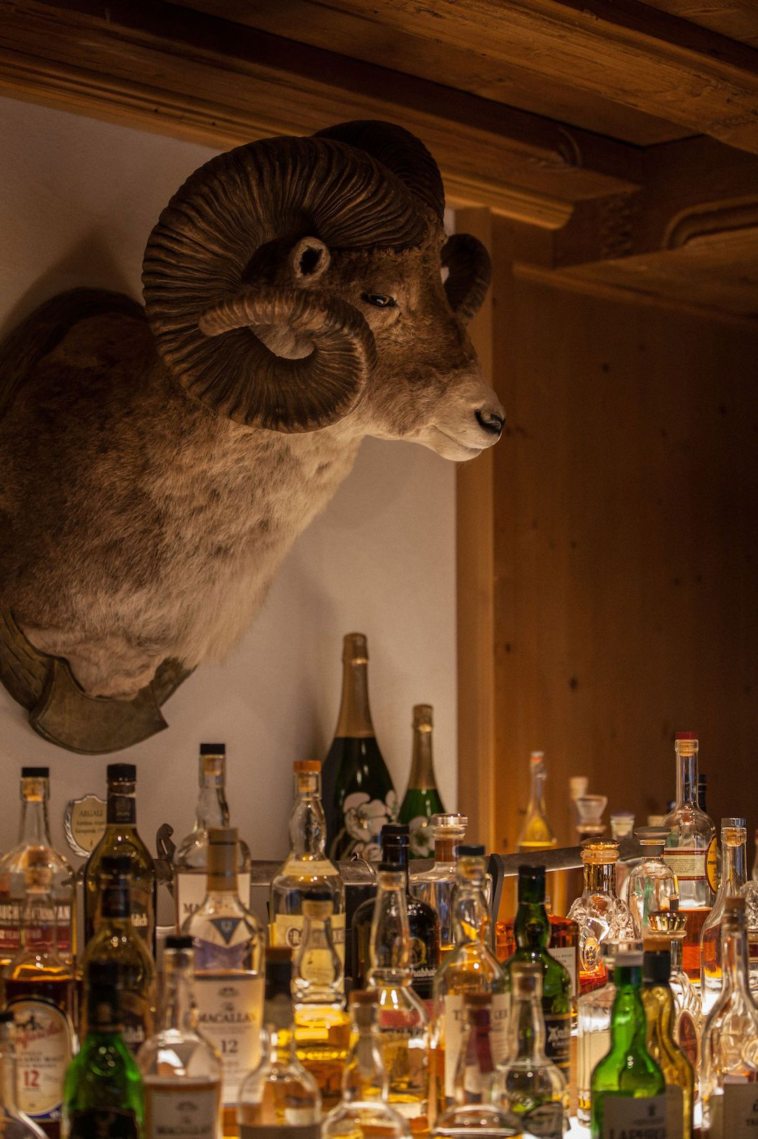 the bar at Hotel Arlberg in Lech am Arlberg in Austria