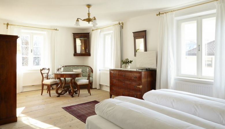 Period furnishings in the bedroom interior | Ottmanngut Suites & Boutique Guesthouse in Italy's Merano is small luxury hotel with boutique accommodation and hotel rooms of heritage & antiques.