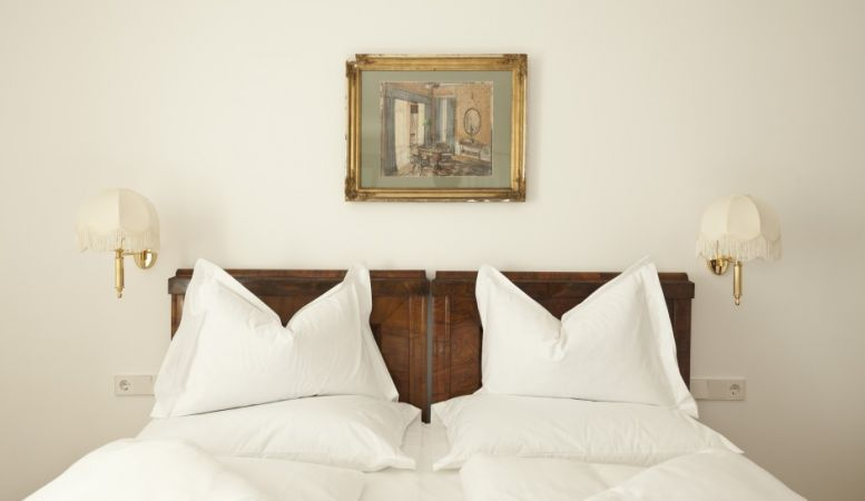 Luxury Bedroom Suite in White bedding | Ottmanngut Suites & Boutique Guesthouse in Italy's Merano is small luxury hotel with boutique accommodation and hotel rooms of heritage & antiques.