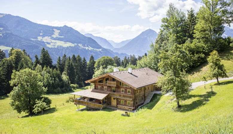 Tradtional Mountain Chalet in Zillertal Alps Tirol Austria | Wooden farmhouse | Brandleit Boutique Chalet in Hart