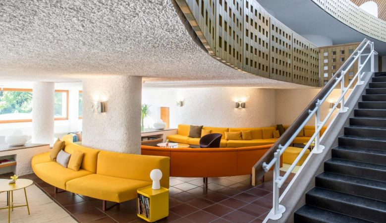 Tangerine sofa banks at the seventies Seehotel Ambach in Caldaro/Kaltern South Tyrol Italy Architect: Othmar Barth