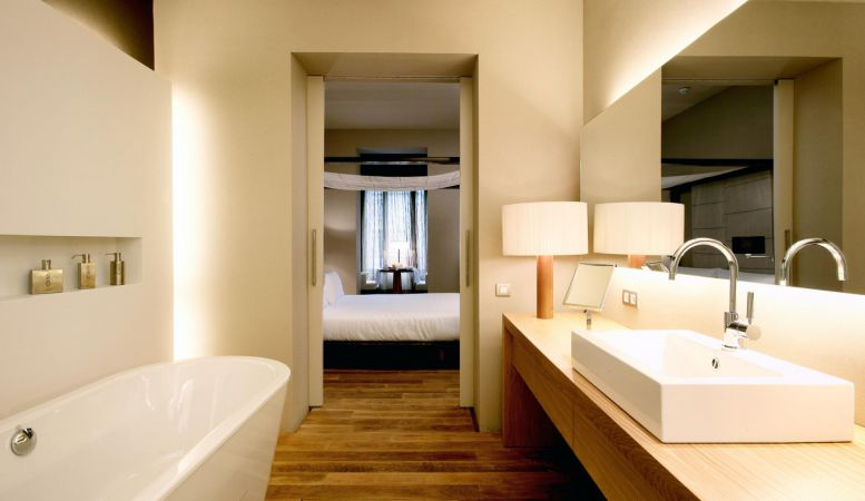 Luxury Bathrooms of the Design Hotel Omm, Barcelona