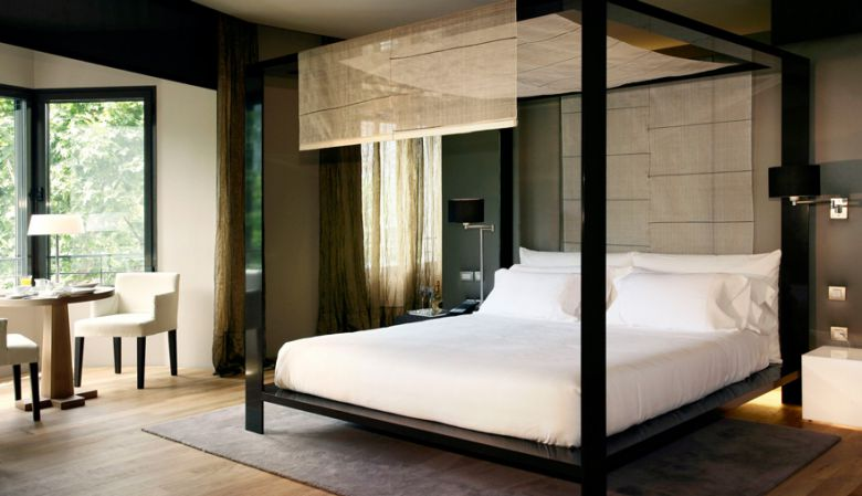 Luxury Suite Passeo de Gracia - at the Design Hotel Omm, Barcelona . Four poster bed VIP, romance, contemporary