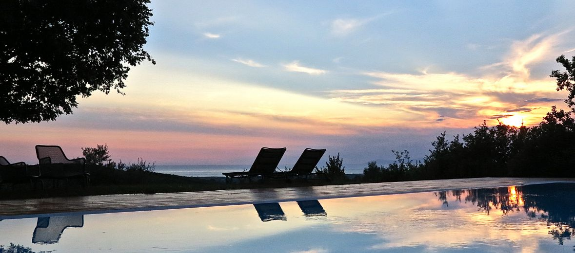 Il Cannito Boutique Guesthouse with swimming pool at sunset in Capaccio-Paestum, Italy