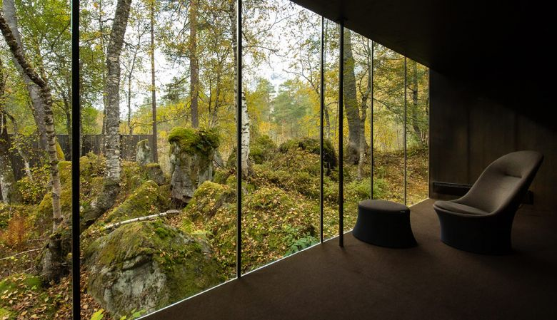 Interior view into nature - The design hotel Juvet Landscape Hotel Alstad Norway has amazing architecture, and was the film set for Ex-Machina