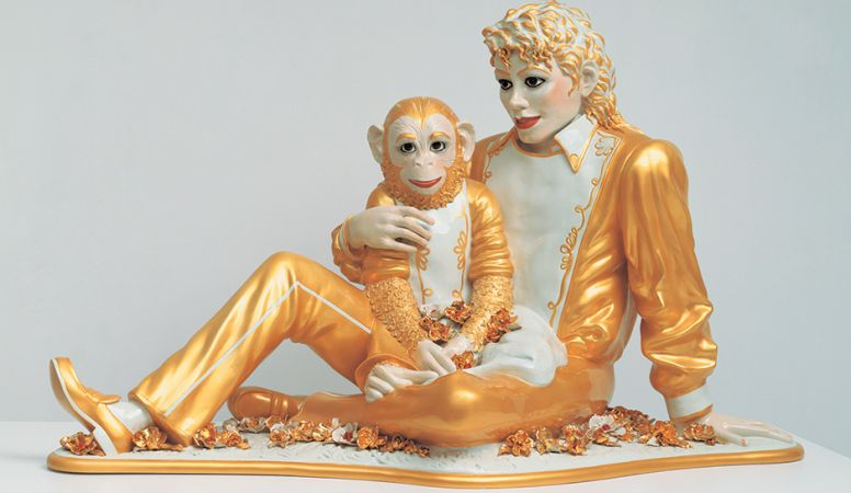 Michael Jackson and Bubbles, 1988 Porcelain 106.7 × 179.1 × 82.6 cm Edition no. 1/3 Private Collection © Jeff Koons