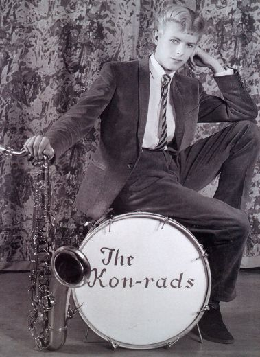 Publicity photograph for The Kon-rads, 1966. Photograph by Roy Ainsworth. Courtesy of The David Bowie Archive Image © Victoria and Albert Museum, David Bowie, exhibition, gallery, Museu Del Disseny, Barcelona