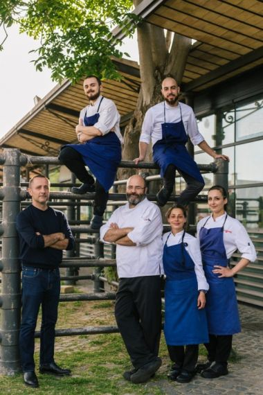 An image of the restaurant team at one of Pino Cau's restaurants, either EIT or Stazione di Posta