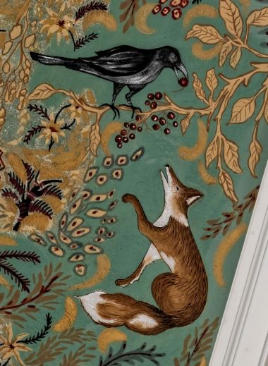 Foz + crow wallpaper from Niedermairhof, a boutique hotel in South Tyrol's Bruncio