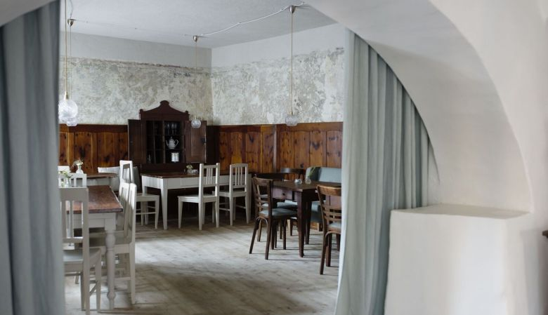 at the Gasthaus Reichhalter 1477 Lana, South Tyrol - new design hotel guesthouse Italy, designer Christina von Berg