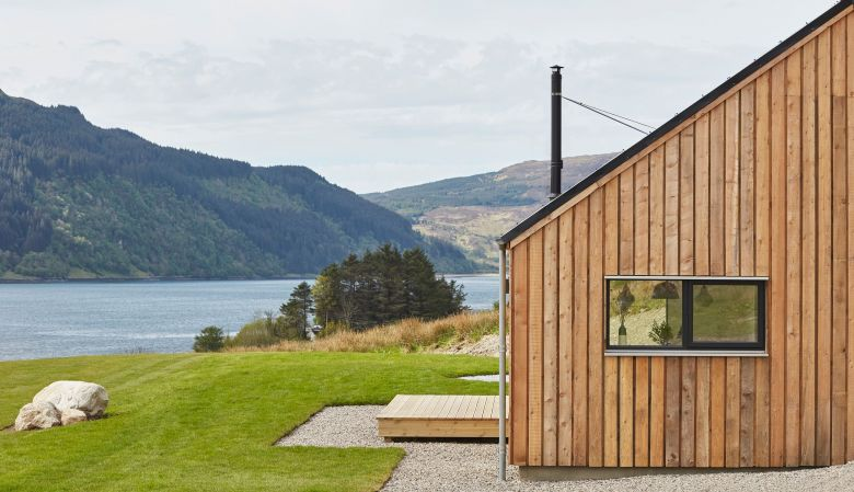 Boutique Hideaway Holiday Rental 57 Nord in Scottish Highlands | Timbered modern house to rent in Loch Duich
