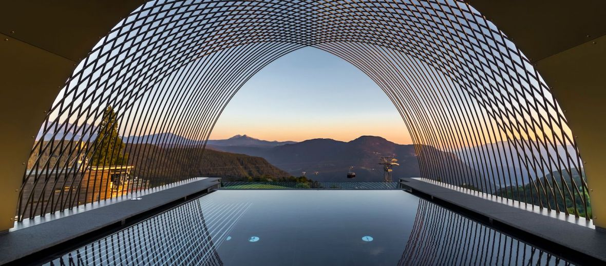 Gloriette Guesthouse Soprabolzano - Cantilevered Rooftop infinity pool in South Tyrol designed by noa architects, overlooking the Dolomites